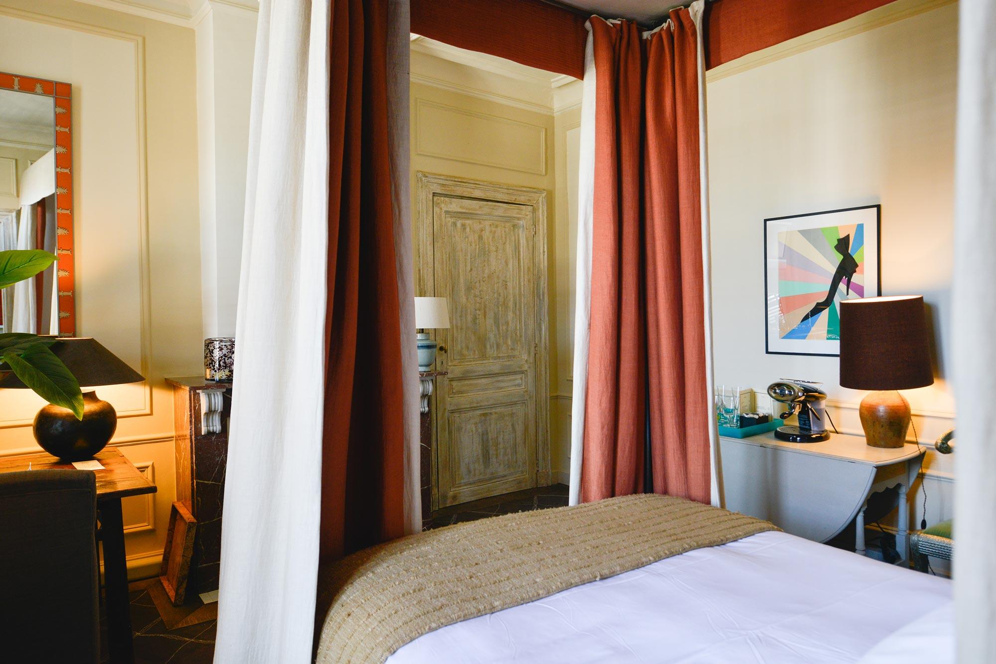 La Chambre des Amoureux - four poster bed